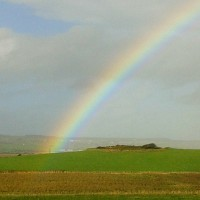 Dafür lohnt sich das Auswandern: schöner Regenbogen in Irland