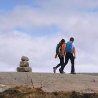 Wanderer auf dem Weg zum Preikestolen