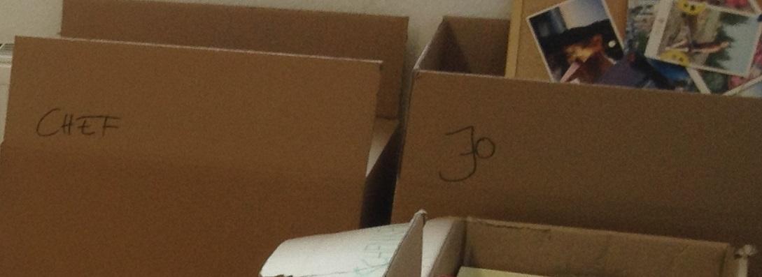 Minimalismus: Im Büro werden zwar viele, aber so wenig Kartons wie möglich gepackt