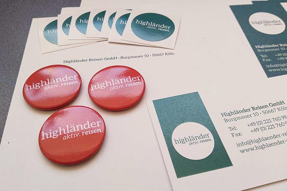 Neues Logo auf Geschäftspapier von Highländer Reisen
