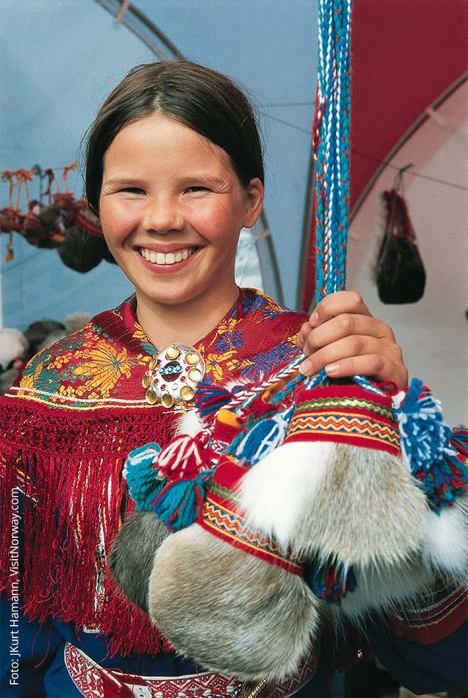 Eine junge Samin im norwegischen Teil Lapplands
