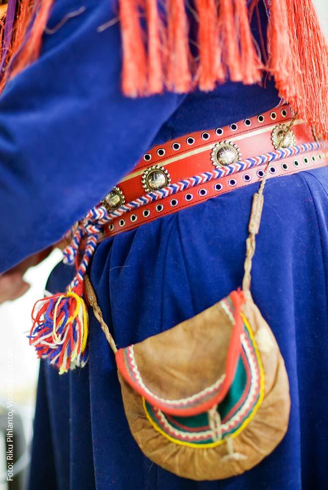 Traditionelle Bekleidung der Samen