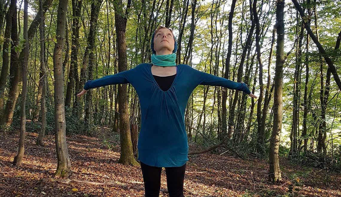 Schultergruß im Wald – Die Natur & sich selbst bewusster wahrnehmen