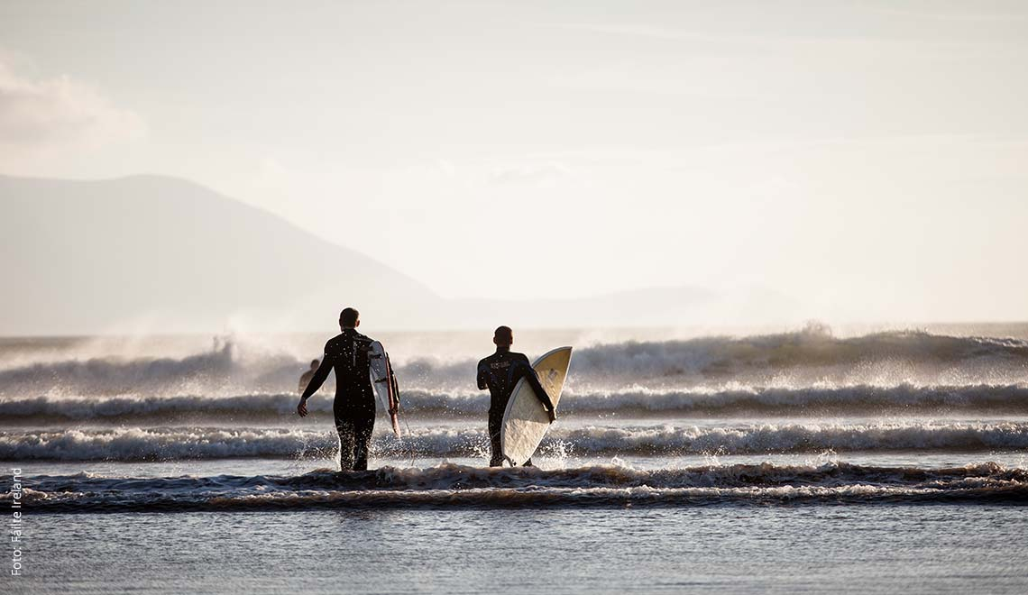 Surfer in Dingle, Irland