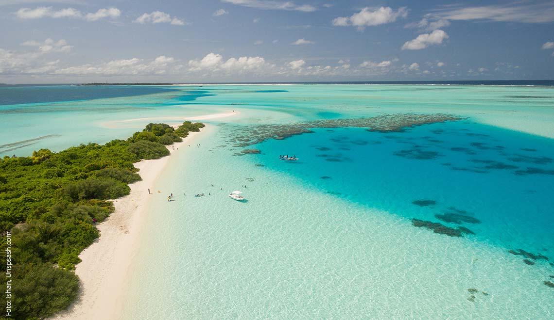 Türkisblaues Wasser in der Karibik