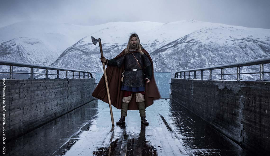 Wikinger in Norwegen im Schnee