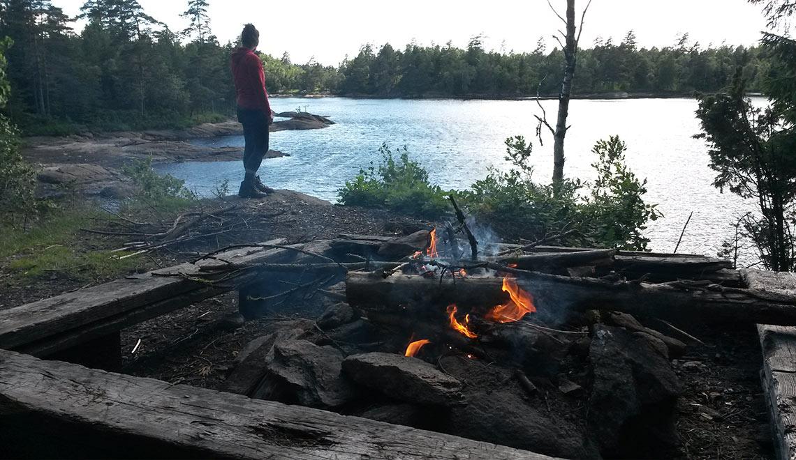Bohusleden Feuerstelle am See