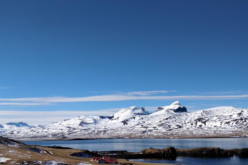 Schneebedeckte Berge in Island